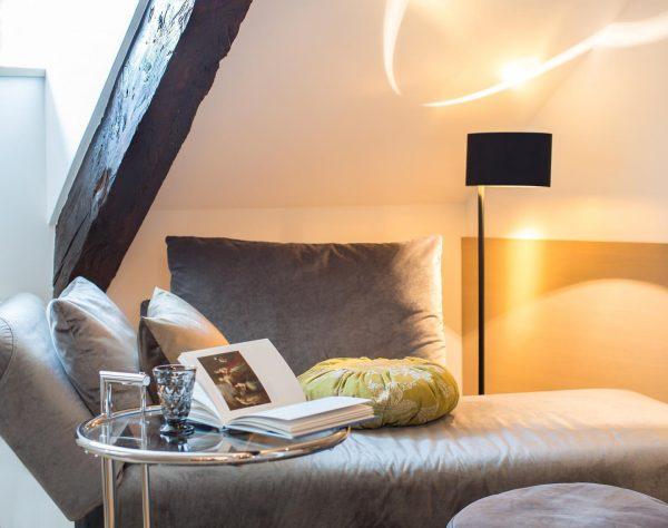 Unsere Kamin Lounge Superior, ein Rückzugsort zum Lesen und Entspannen. 📘Edle Materialien und ...