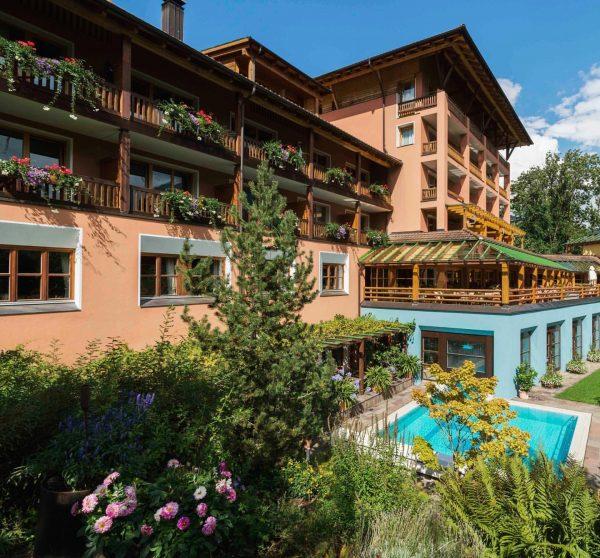 Nur 5 Minuten zum ⛳️ ——- Das @hotelmontafonerhof ist Mitglied bei Golf Vorarlberg ...