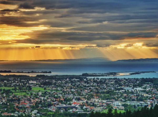🌥️✨ . . . #sunset #sunsetlover #bodenseevorarlberg #bodensee #deutschland #bayern #lakeconstance #lake #vorarlberg ...