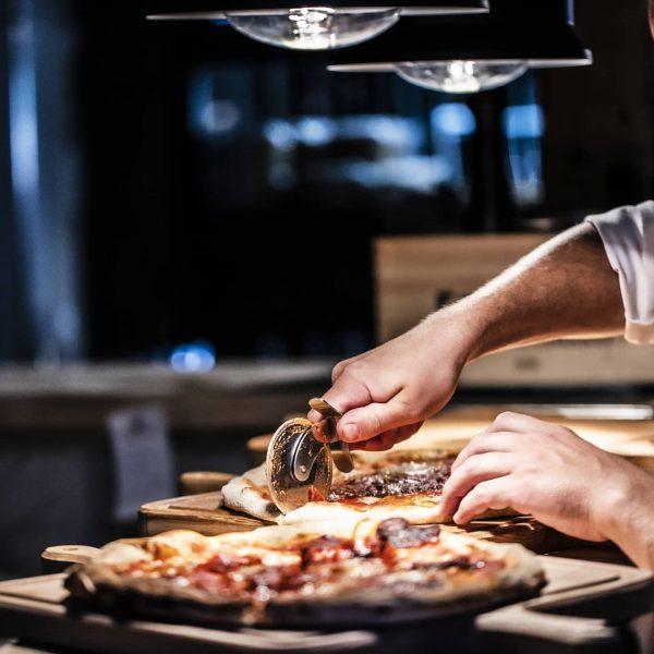 TAKE AWAY bestellen oder PLATZ reservieren ❣️www.hotel-gams.at/1648❣️ Pizzazeiten: Freitag - Sonntag 12 - ...