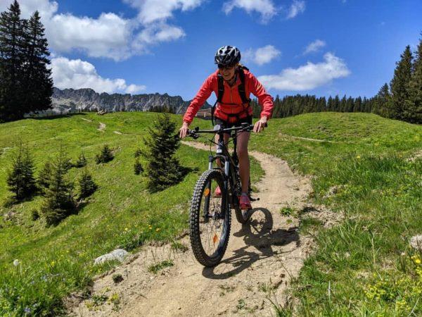 Mit den E-Bikes von @greenstorm.eu wird jede Mountainbiketour zum wahren Genuss! 🚴♀️👍 Die ...