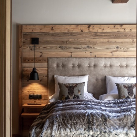 Wood and soft colors create a cosy atmosphere that invites you to relax ...