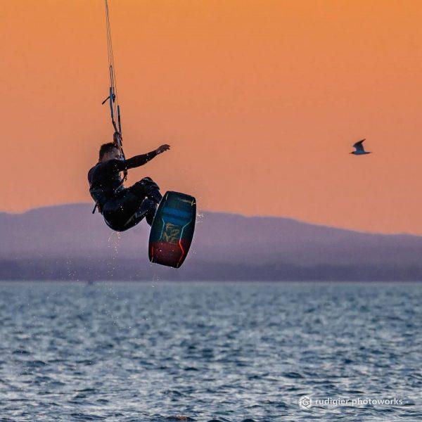 Kitesurfers in action Wonderful evening yesterday at Lake Constance #kite #kitesurfing #surfing #lake ...