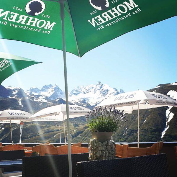 Terrasse ist bereit. Heute nochmal ausnutzen.🤗🤗🤗 #berggasthof #pizbuin #silvretta #silvrettasee #bielerhöhe #sommerfrische #galtür ...