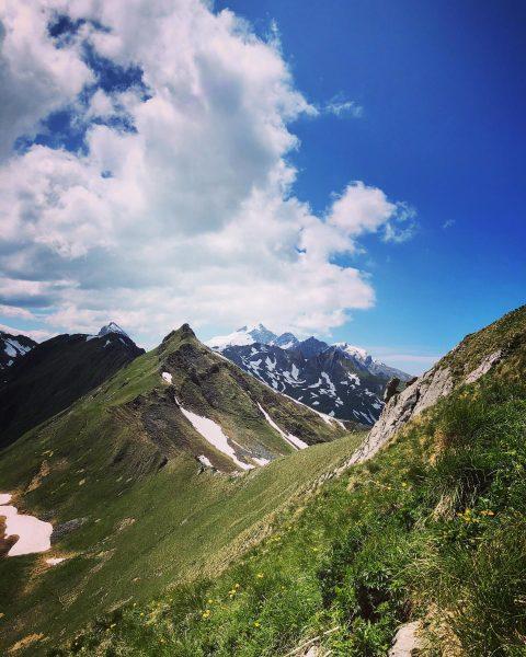 schöner Weg über den Bergrücken der Geißspitze beautiful path over the mountain ridge ...