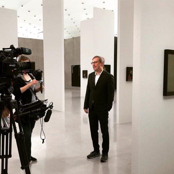 #markusschinwald #interview #television #kunsthausbregenz #unvergesslichezeit #unprecedentedtimes #3rdfloor #walls #design #paintings #protheses #portraits Kunsthaus Bregenz