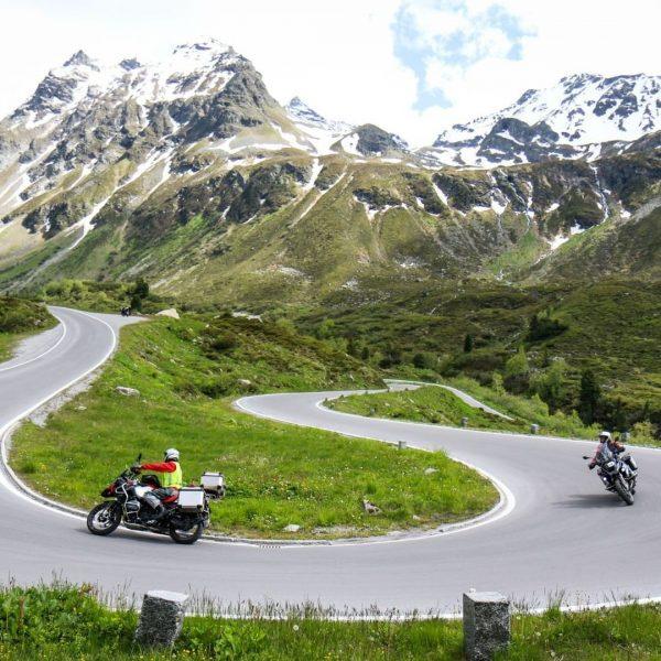 34 Kehren für den absoluten Motorradgenuß auf die @silvretta.bielerhoehe #silvretta #silvrettamontafon #silvrettahochalpenstrasse #montafon ...