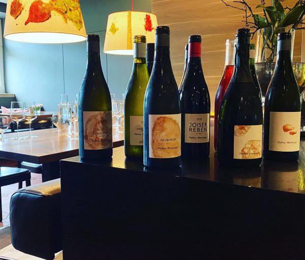 Wir bilden uns fort, damit wir euch die besten Weine Österreichs empfehlen können. ...