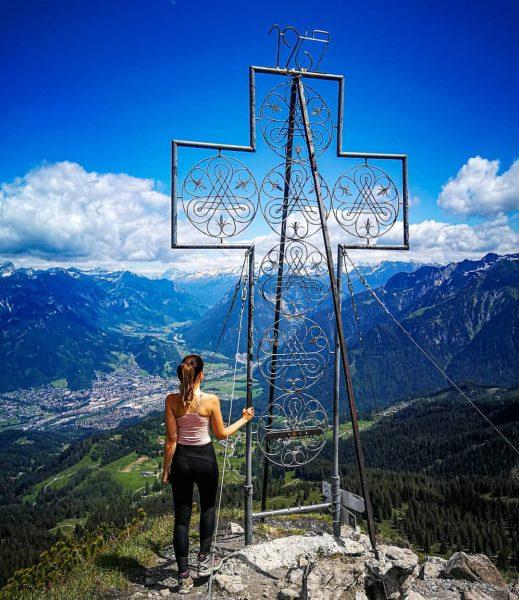 Mondspitze 1.967m 🔝 6/713 🏔 Schönstes Gipfelkreuz 🥰 #mondspitze #bürserberg #schillerkopf #brandnertal #visitvorarlberg ...