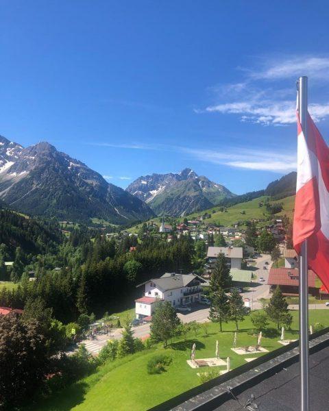 #openandopenforyou | Mit dem Blick in die Berge fällt es einem gleich leichter, über den Dingen zu...