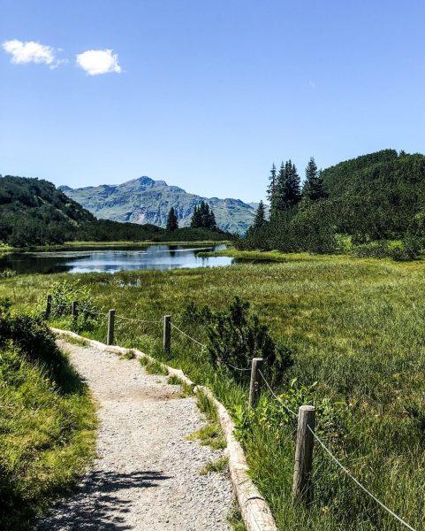 Der Wiegensee - ein echtes Naturjuwel. 🌿 #bergemitwow Von der Bergstation der Tafamuntbahn ...