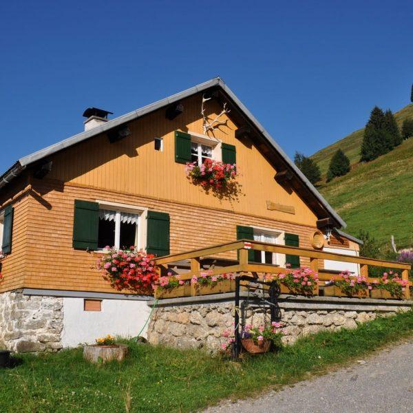 """#10 Sennalpe der KäseStrasse Bregenzerwald """"Alpe Juliansplatte"""". Die Alpe wird mit 10 Kühen ..."""
