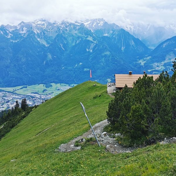 Hausberg 🏞️💚 #fitamberg #kurzerstop #berglauf #trailrun #trailrunning #auspowern #aussichtgenießen #blickschweifenlassen #blickinstal #weitblick #draussenamberg ...