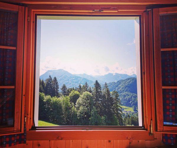 Auf der Hütte aufwachen und von einem tollen Panorama direkt begrüßt werden 😍 #vorarlberg #österreich #berge #hütte...