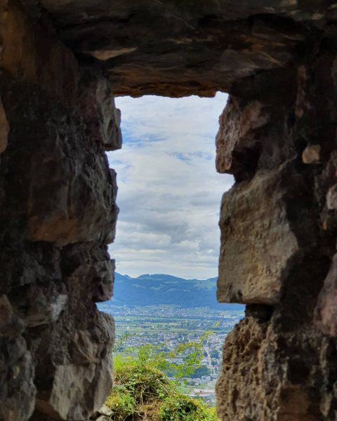 Burgruinen haben etwas magisches ... #nature #burg #austria #visitvorarlberg #naturephotography #wandern #burgruine #instapic ...
