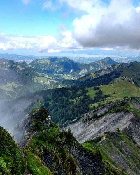 #hoherfreschen #bodensee #ebnit #dornbirn #bregenzerwaldgebirge #binnelgrat #laterns #venividivorarlberg #vorarlberg #hiking #wanderlust #outdoor #sommer #cloudy #freschenhaus #dahoam Hoher...