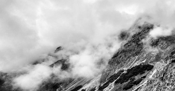 Mystic mountains... #alpen #alps #mountains #berge #bergsteigen #wandern #hiking #mountainlove #cloudyday #sarotlahütte #gottvaterspitze ...