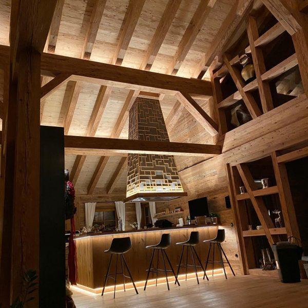 Gemütlichkeit wird GROSS geschrieben im Chalet GM #fireplacedesign #skiing #luxurylifestyle #interiordesign #lodge #luxuryhideaway ...