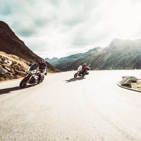 Auf die Motorräder fertig los! 🏁🏍️ Hast Du Deine nächste Ausfahrt schon geplant? ...