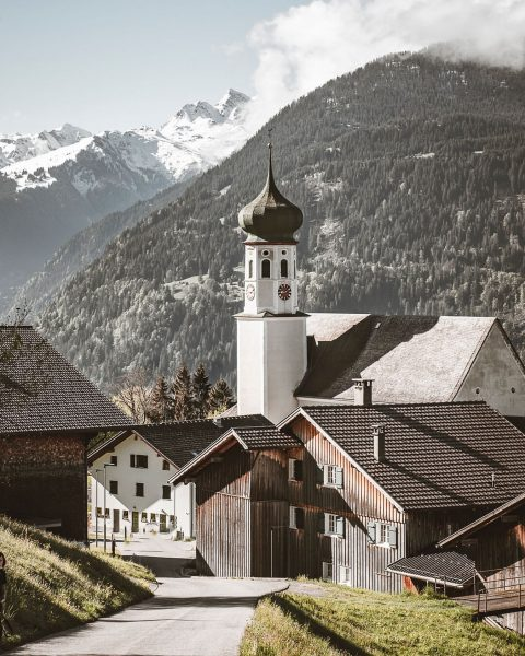 Pfarrkirche HI. Bartholomäus . . . . . . #wandergram #bergliebe #bergzeit #bergwelten ...