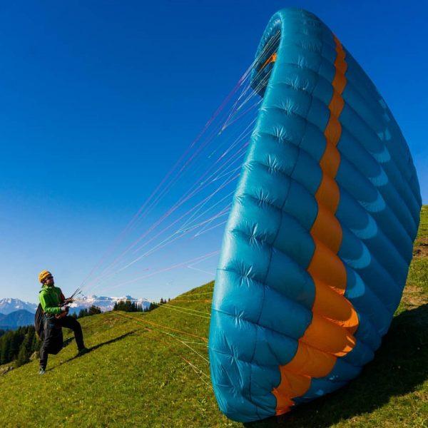 Ready for take off... #gingliders #hikeandfly #lightgearjunkie #bluebirdday #sky #sun #earlybird #outdoors #vorarlberg ...
