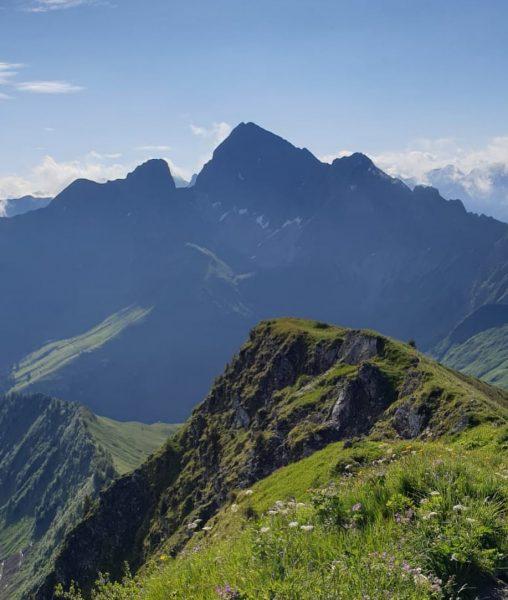 Die Berge: Wunderschöner Anblick atemberaubender Ausblick! 🤩⛰☀️ #berge #urlaub #urlaubindenbergen #sommer2020 #wandern #ausblick ...