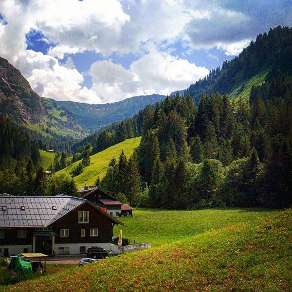 Baad Kleinwalsertal #baad #kleinwalsertal #allgäu #yourshotphotographer #visitbayern #tal #valley #bavaria #östereich #austria #wiese ...