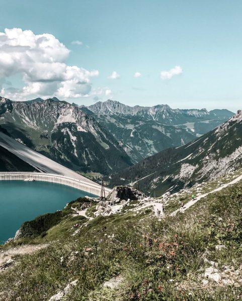 ↡↟ Happiness is spelled mountains. 💚⛰ #bergemitwow Wir hoffen Du hattest ein schönes ...