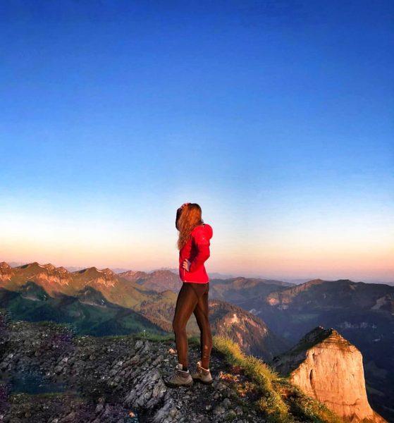 ...Bis die Sonne rauskommt...🌞🌙 . #kanisfluh #bregenzerwaldgebirge #bregenzerwald #au #mellau #österreich #sunrise #sunrisehike #sonnenaufgang #sun #wanderung #hike...