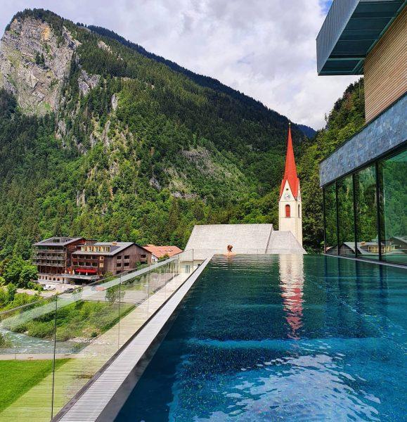 Infinity Pool 😍 #au #bregenzerwald #österreich #austria #vacation #urlaub #flitterwochen #honeymoon #wanderlust #reiselust ...