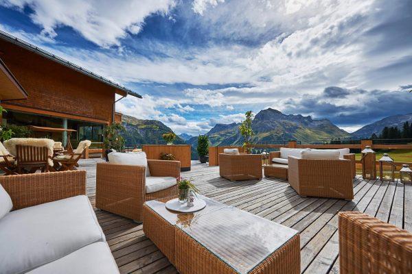 Zeit für eine Kaffeepause auf unserer Terrasse 🌞 Mohnenfluh in Oberlech