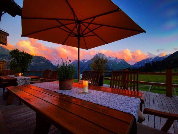 Ich kam und sah den Sonnenuntergang 🌄 #venividivorarlberg #abendstimmung 🧡 Mohnenfluh in Oberlech