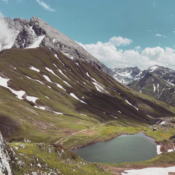 Berge, Wasser, blauer Himmel. Man muss ihn einfach lieben, den Bergsommer! #hausbraunarl #auroralech ...