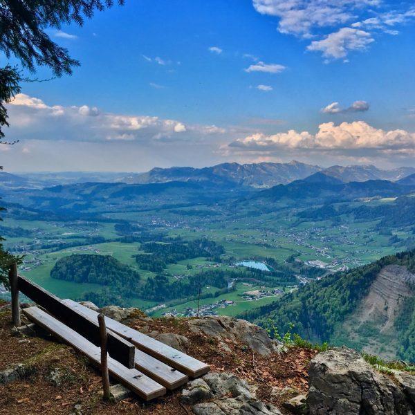 Über den Dingen stehen und den Alltag hinter sich lassen, das kann man hier am Aussichtspunkt Rothenbachschrofen...