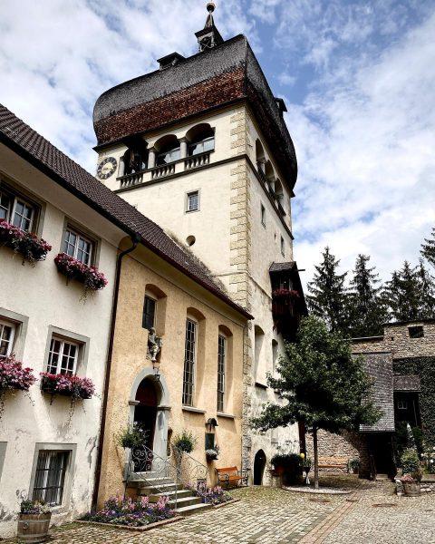 #bregenz #martinsturm #bodensee #ausflug #vorarlberg #austria #österreich #bodenseeregion #citytrip #städtetrip #letsgooutside #nocouchpotato #church #kirche #kirchturm #tower #sunday...