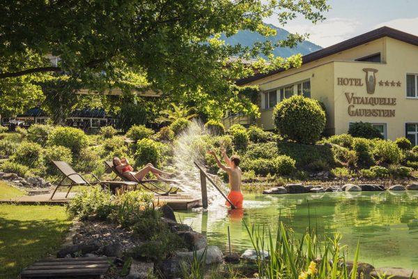 Hinein ins kühle Nass! ☀️🏊🏼♀️ Unser Naturbadesee gibt euch genau diese Möglichkeit! 😍 ...