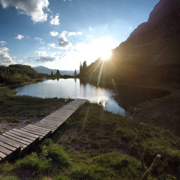 Die letzten Sonnenstrahlen an einem unserer Lieblingsplätze eingefangen. #meinmontafon #montafonmoments #bergliebe #mountainlife #mountainlove ...