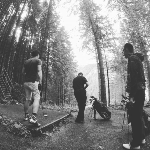 Playing in the woods🌲🍃🌿 #golftime #holeinone #justkidding #fun #sunnyday Golfclub Silvretta