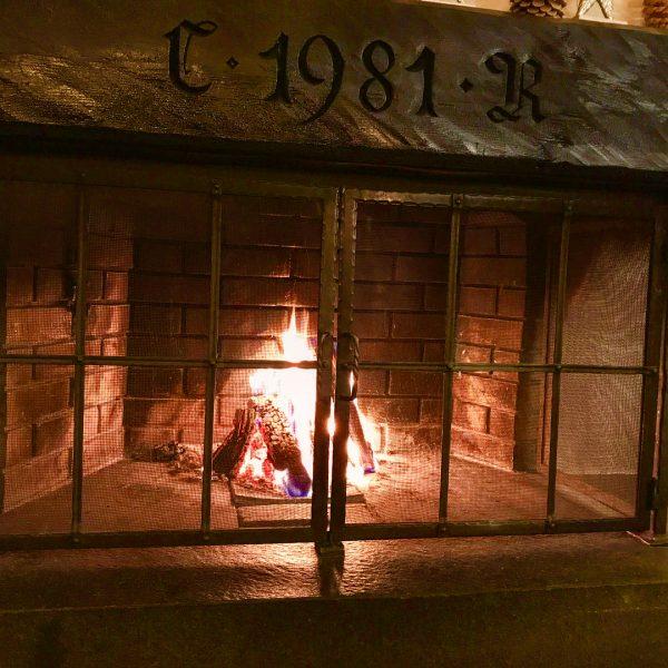#taleu #hoteltaleu #taleubürserberg #kamin #apresski #wine #redwine #rotwein #wein #relax #privatemoment #feuer #fire ...