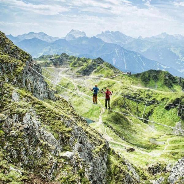 Guten Morgen! Sportlich in den wunderschönen Tag starten! Auf geht's in die Berge. ...