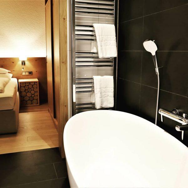 Unsere neue Junior Suite Enzian mit freistehender Badewanne und großer Terrasse! Wie gefällt ...