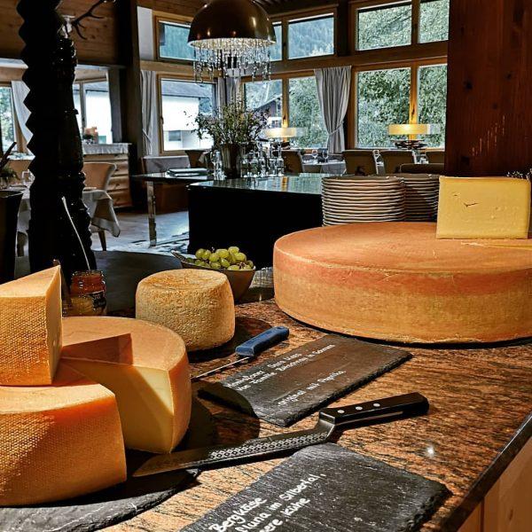 Käse von unseren eigenen Kühen... #alpegafluna #fellimännle #bergkäse #schnittkäse #montafonersauerkäse #surakees #spaalpenrose #meinmontafon Aktiv & Spa Hotel...