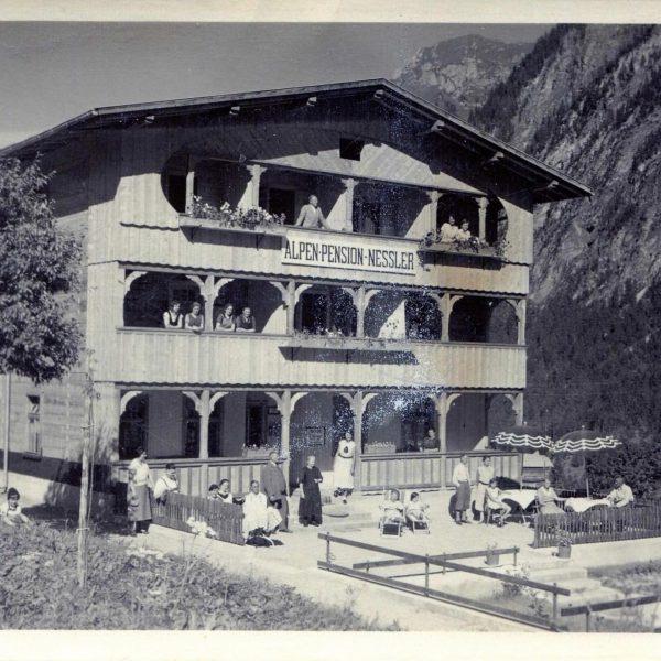 Zwei Postkarten von der damaligen Alpenpension Nessler, aus den Jahren 1930 und 1935, ...
