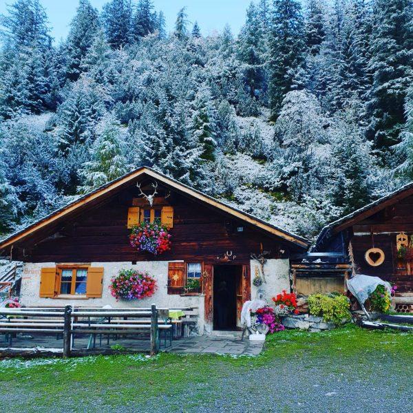 Erster Schnee im #Brandnertal #Herbsturlaub #BrüggeleAlpe #alpenhotelzimba