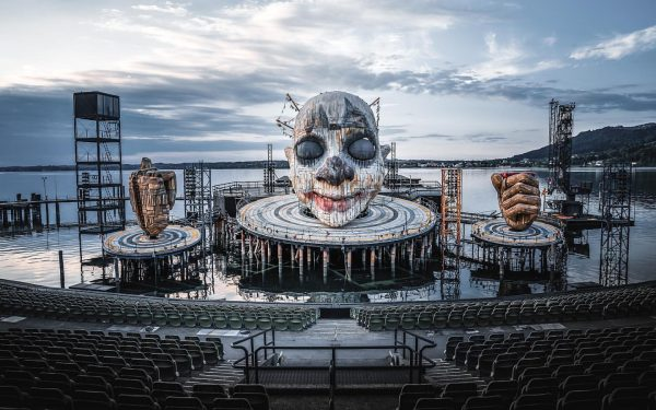 🤡 Spooky but pretty cool. Isn't it? . . . . . . #bregenz #seebühne #rigoletto #bühnenbild...