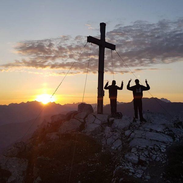 Unterwegs mit #lieblingsmenschen zum #sonnenaufgang auf die #tschaggunser #mittagsspitze. #bucketlist check! #bergsüchtig #meinmontafon ...