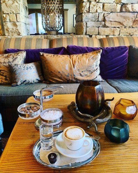 Приятных выходных!☕️☕️☕️☕️☕️ #☕️ #coffee #coffeetime #coffeelover #austria #lech #cappuccino #praline #coffeeholics #luxushotel #капучино ...