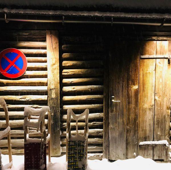 Halteverbot #lech #halteverbot #derberghoflech #schlittenfahren #snowynight der Berghof, Lech am Arlberg