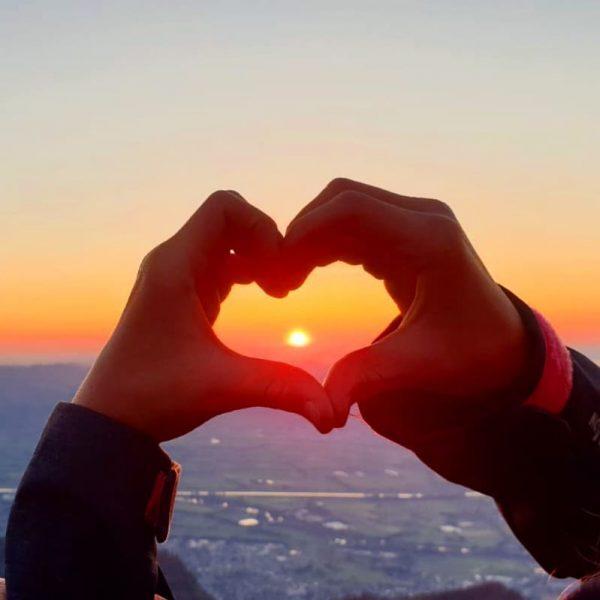 #lovenotwar #ourracehuman #ourreligionlove #sunset #sonnenuntergang #hohekugel #rheintal #familienwanderung #venividivorarlberg