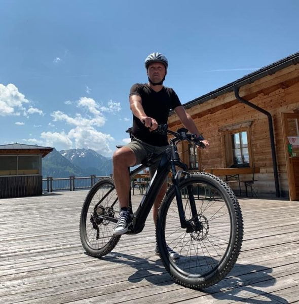 fahrradtour #newbike #ktm #hervis #schwarz #black #converse #wolke #clouds #blue #blau #white #weiß #helm #helmi #holz #visitvorarlberg...